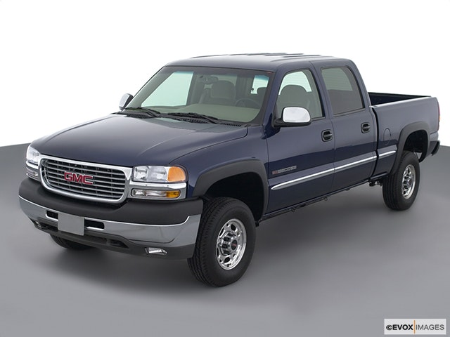 2002 GMC Sierra 2500HD Front angle view
