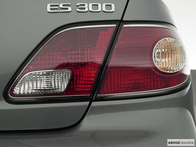 2002 Lexus ES 300 Passenger Side Taillight