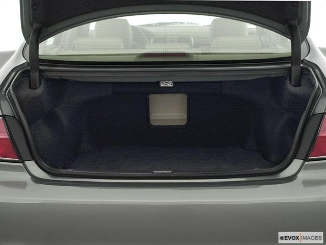 2002 Lexus ES 300 Trunk open
