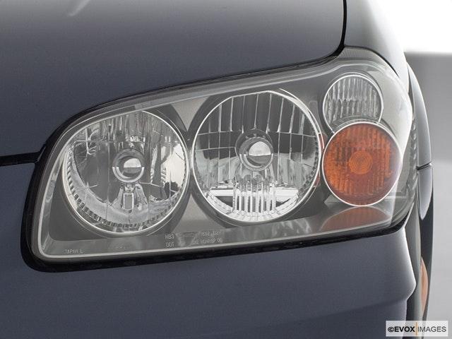 2002 Nissan Maxima Drivers Side Headlight