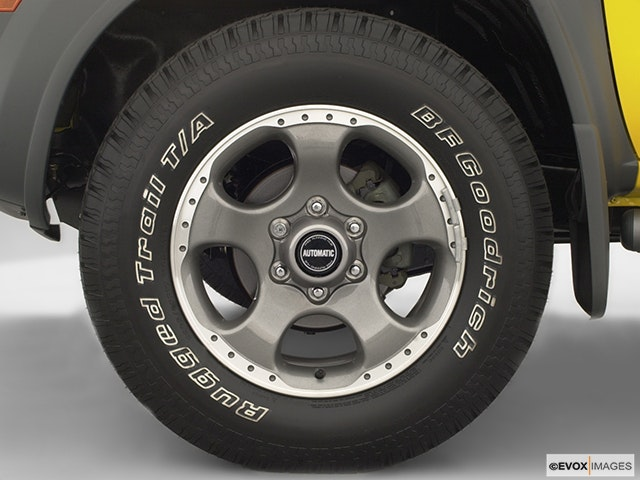 2002 Nissan Xterra Front Drivers side wheel at profile