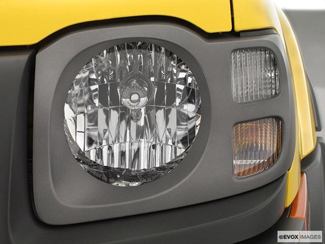 2002 Nissan Xterra Drivers Side Headlight
