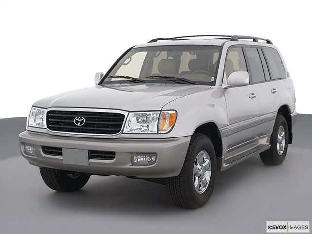 2002 Toyota Land Cruiser Front angle view