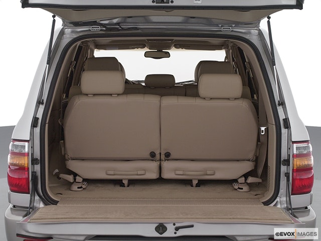 2002 Toyota Land Cruiser Trunk open