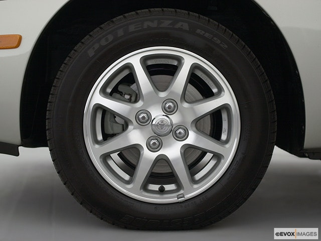 2002 Toyota Prius Front Drivers side wheel at profile