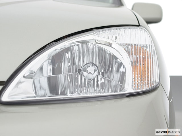2002 Toyota Prius Drivers Side Headlight