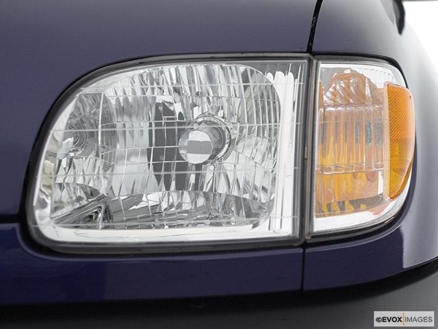 2002 Toyota Tundra Drivers Side Headlight