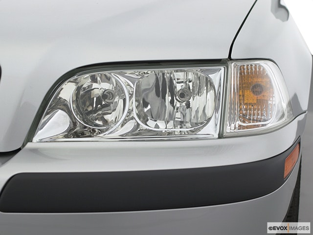 2002 Volvo V40 Drivers Side Headlight