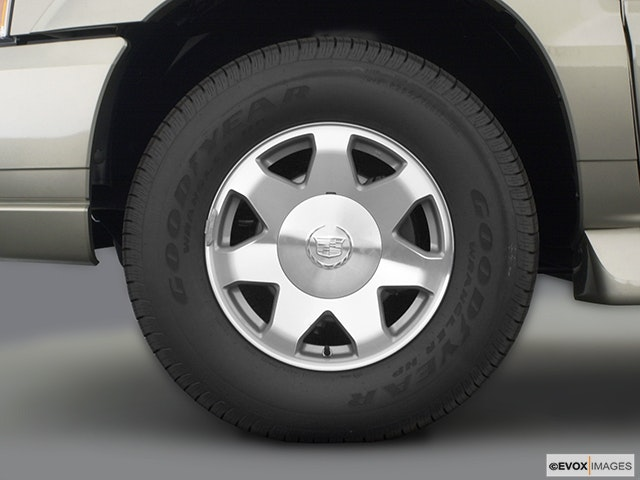 2003 Cadillac Escalade Front Drivers side wheel at profile