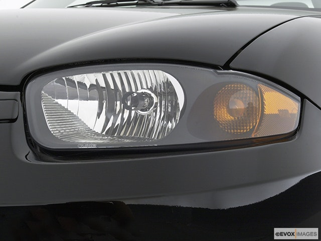 2003 Chevrolet Cavalier Drivers Side Headlight