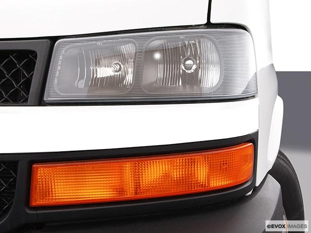 2003 Chevrolet Express Cargo Drivers Side Headlight