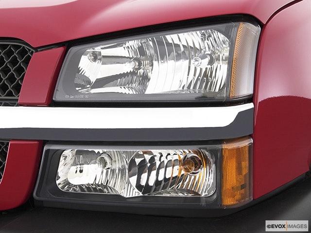 2003 Chevrolet Silverado 3500 Drivers Side Headlight
