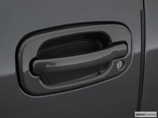 2003 Chevrolet Tahoe Drivers Side Door handle