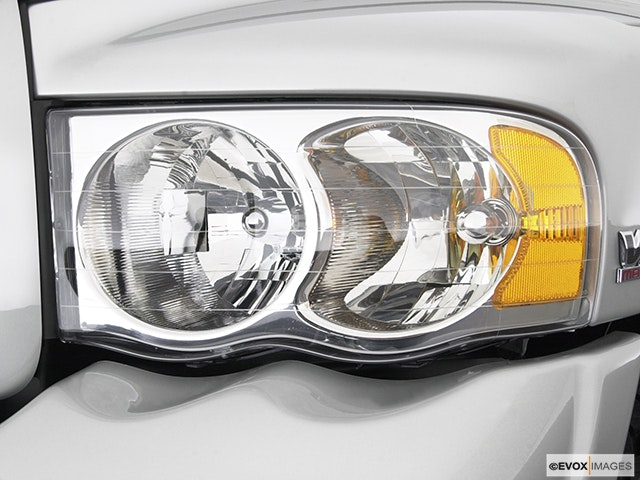 2003 Dodge Ram Pickup 2500 Drivers Side Headlight