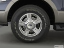 2003 Ford Expedition Front Drivers side wheel at profile