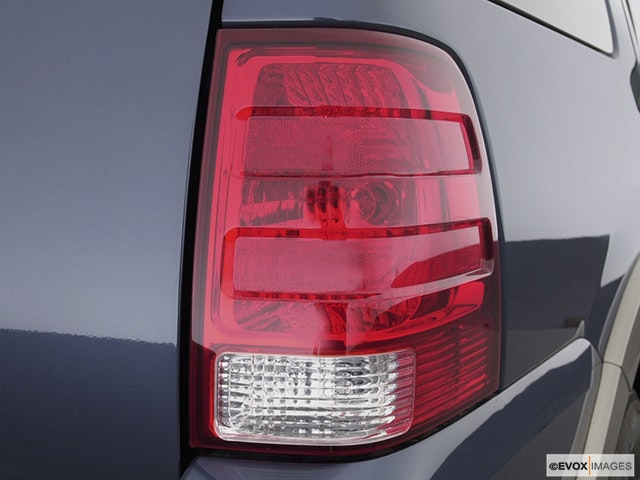 2003 Ford Expedition Passenger Side Taillight