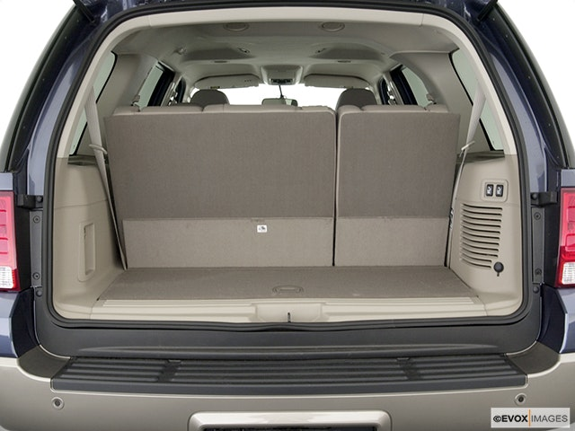 2003 Ford Expedition Trunk open
