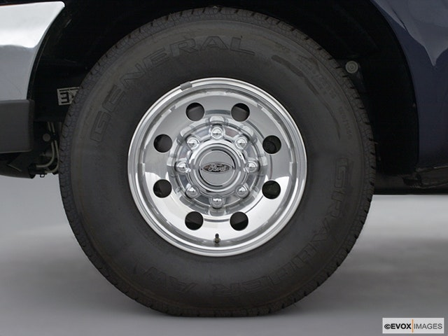 2003 Ford F-250 Super Duty Front Drivers side wheel at profile