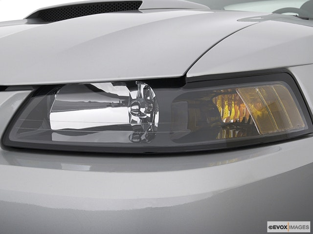 2003 Ford Mustang Drivers Side Headlight