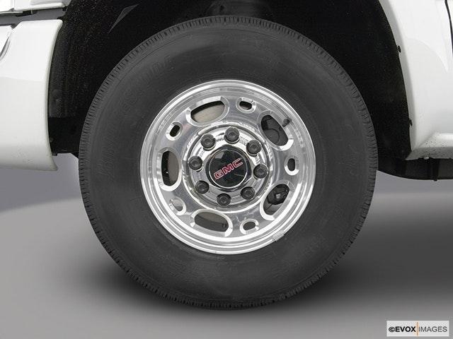 2003 GMC Sierra 1500HD Front Drivers side wheel at profile