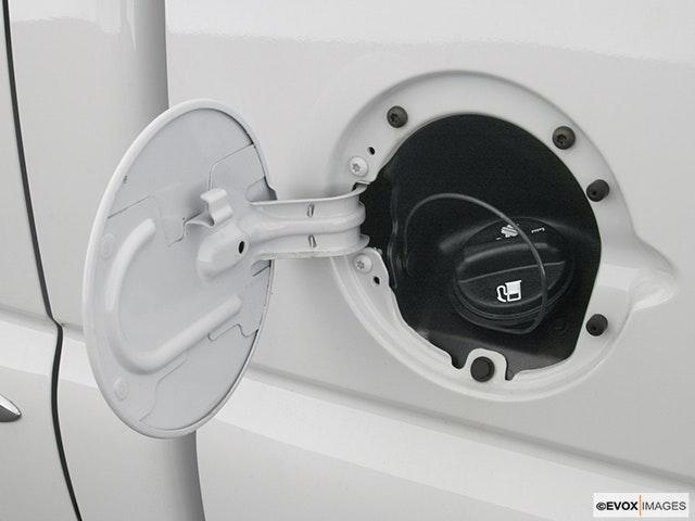 2003 GMC Sierra 1500HD Gas cap open