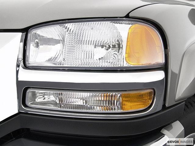 2003 GMC Sierra 2500HD Drivers Side Headlight