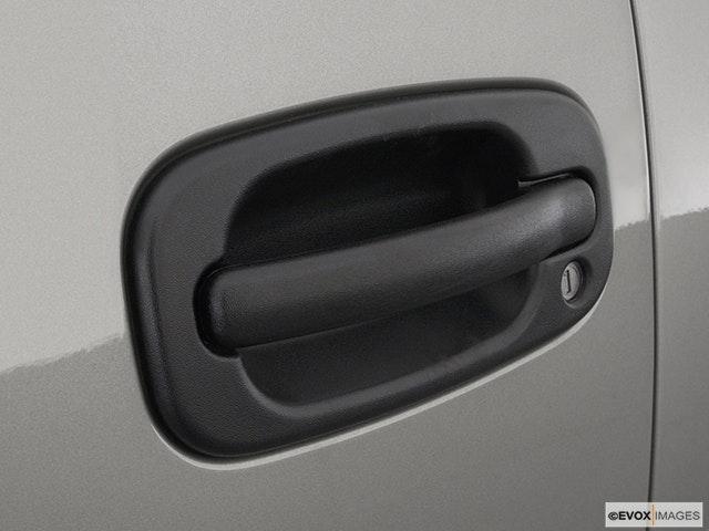 2003 GMC Sierra 2500HD Drivers Side Door handle