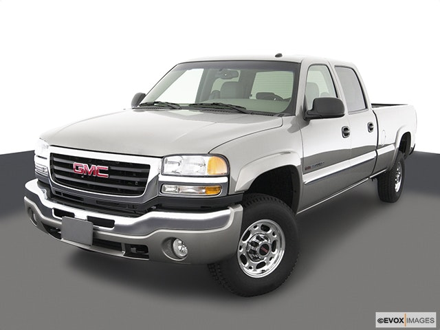 2003 GMC Sierra 2500HD Front angle view