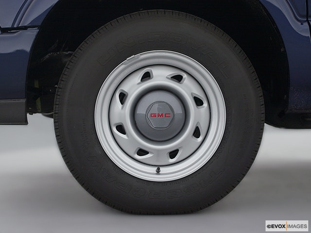 2003 GMC Sonoma Front Drivers side wheel at profile