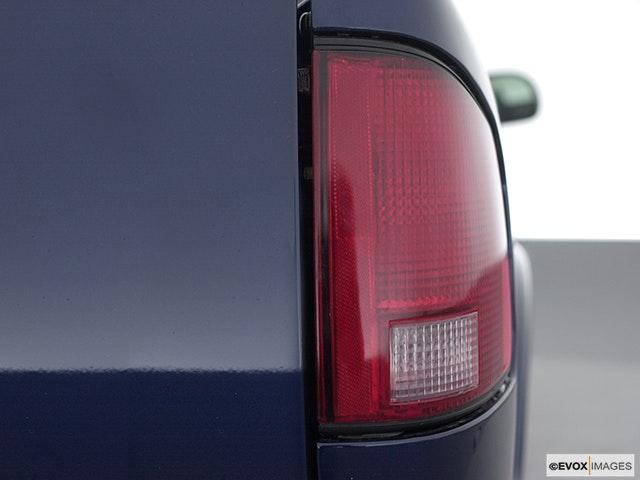 2003 GMC Sonoma Passenger Side Taillight