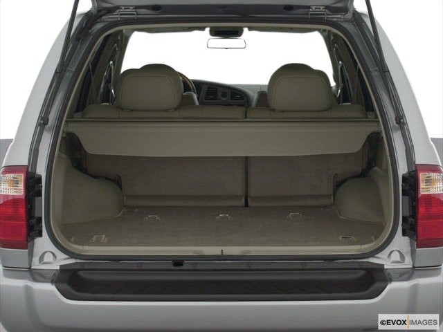 2003 INFINITI QX4 Trunk open