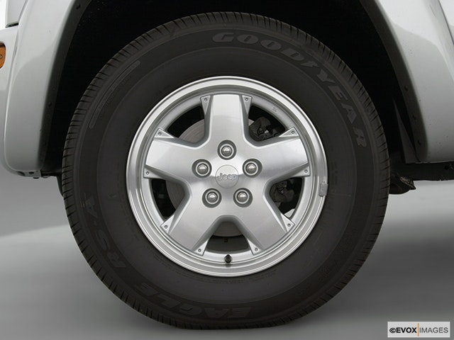 2003 Jeep Liberty Front Drivers side wheel at profile