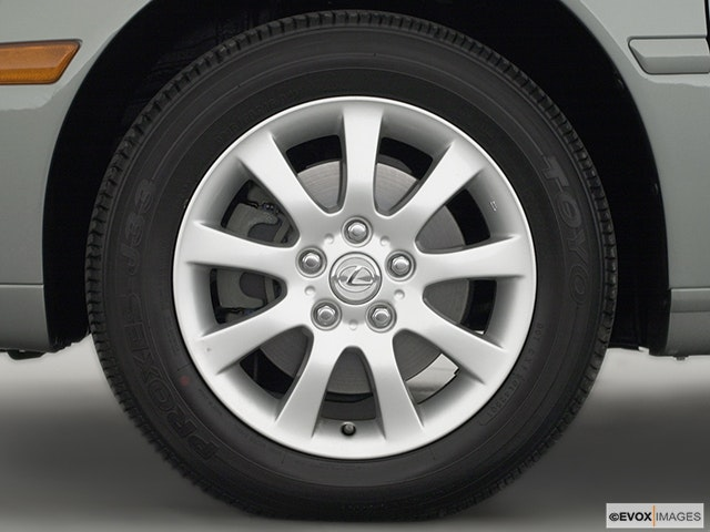 2003 Lexus ES 300 Front Drivers side wheel at profile