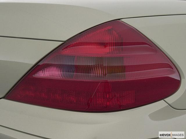2003 Mercedes-Benz SL-Class Passenger Side Taillight