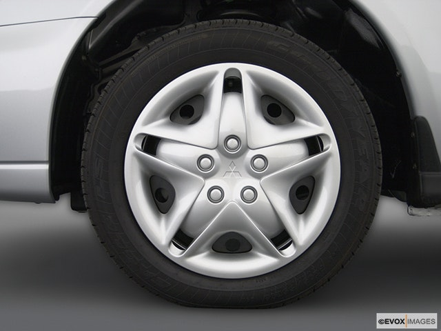 2003 Mitsubishi Galant Front Drivers side wheel at profile