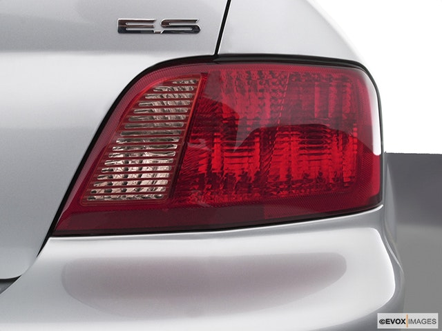 2003 Mitsubishi Galant Passenger Side Taillight