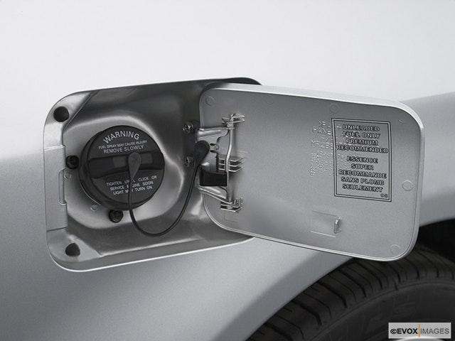 2003 Mitsubishi Galant Gas cap open