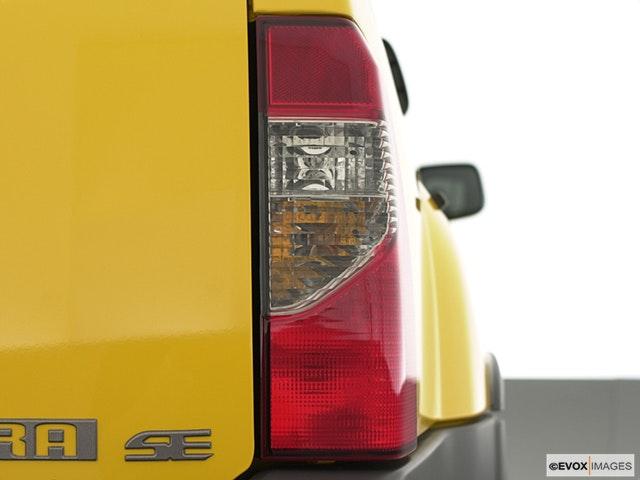 2003 Nissan Xterra Passenger Side Taillight