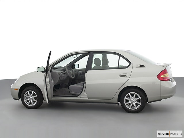 2003 Toyota Prius Driver's side profile with drivers side door open