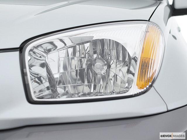 2003 Toyota RAV4 Drivers Side Headlight