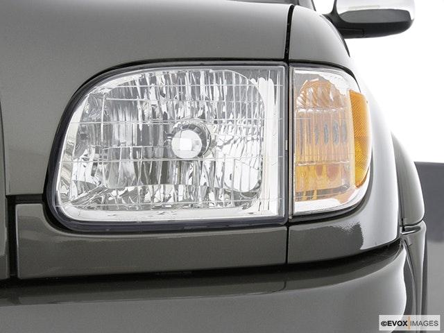 2003 Toyota Tundra Drivers Side Headlight