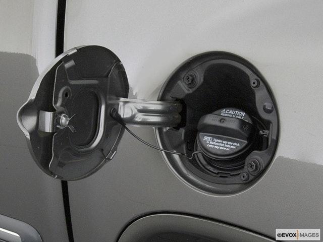 2003 Toyota Tundra Gas cap open