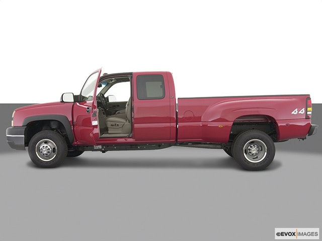2004 Chevrolet Silverado 3500 Driver's side profile with drivers side door open