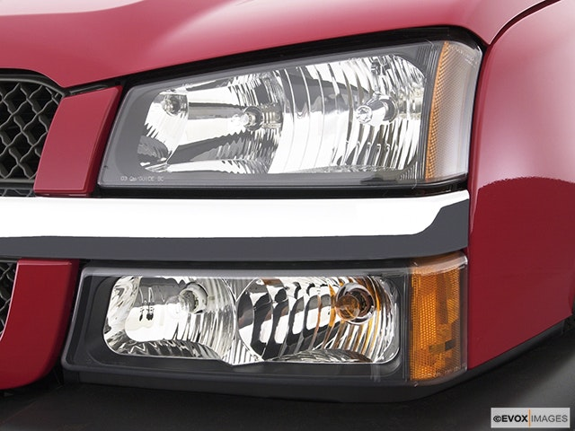 2004 Chevrolet Silverado 3500 Drivers Side Headlight