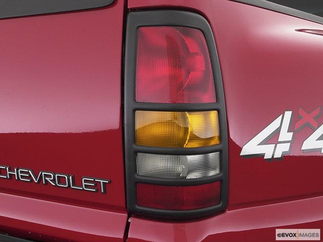 2004 Chevrolet Silverado 3500 Passenger Side Taillight