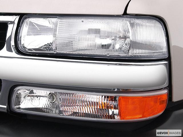 2004 Chevrolet Tahoe Drivers Side Headlight