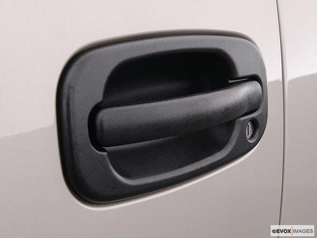 2004 Chevrolet Tahoe Drivers Side Door handle