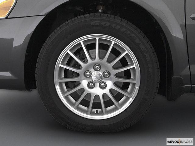 2004 Chrysler Sebring Front Drivers side wheel at profile