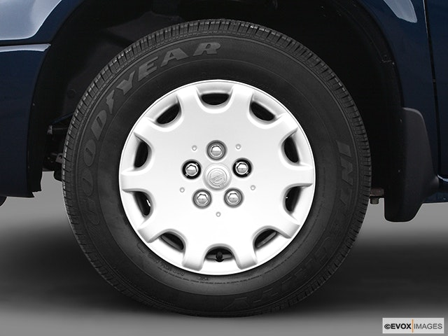 2004 Chrysler Town and Country Front Drivers side wheel at profile