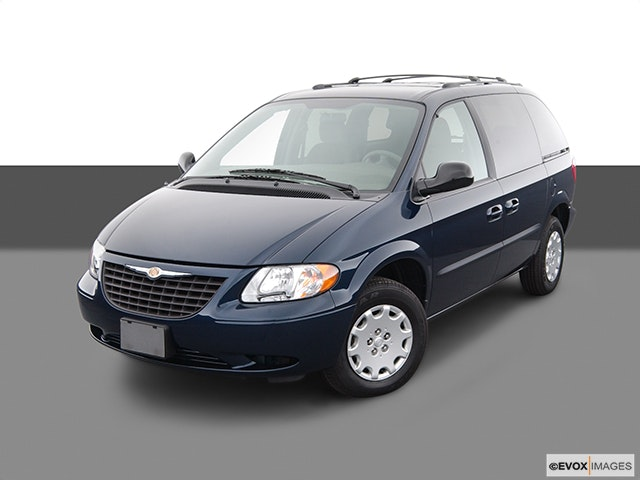 2004 Chrysler Town and Country Front angle view